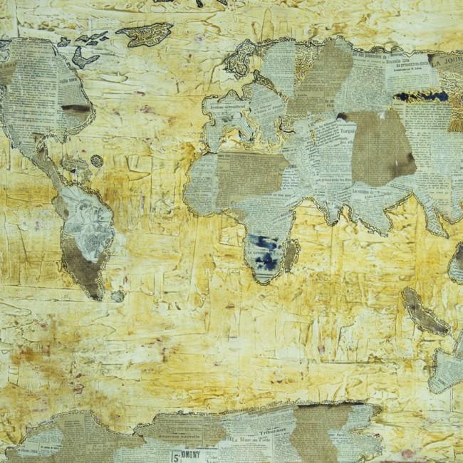 Technique mixte : plâtre, collage, pigments naturels, encre de chine. Représentation d'un monde aux multiples époques et civilisations qui fait à la fois la richesse et la pauvreté du notre.